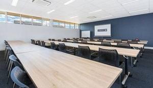 53-meeting-room